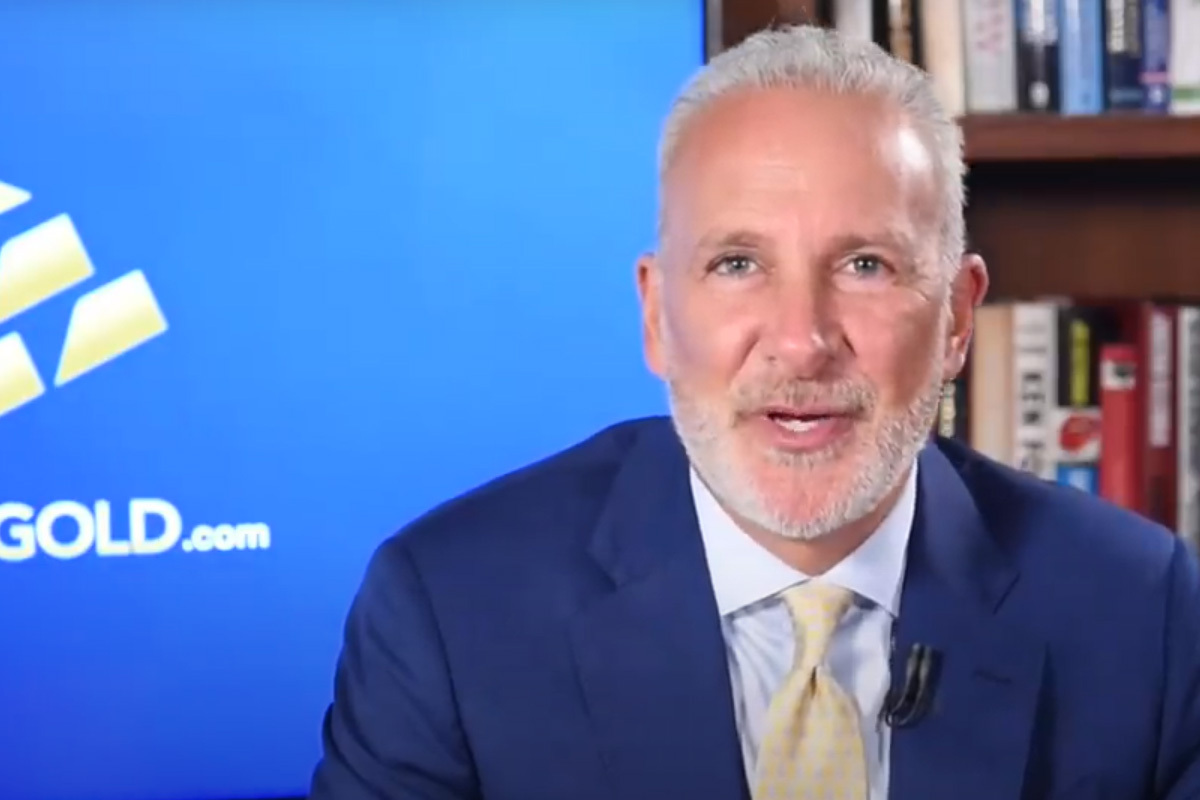 """Peter Schiff Says Those Who Are Not Selling Bitcoin Now Are """"Real Idiots"""""""