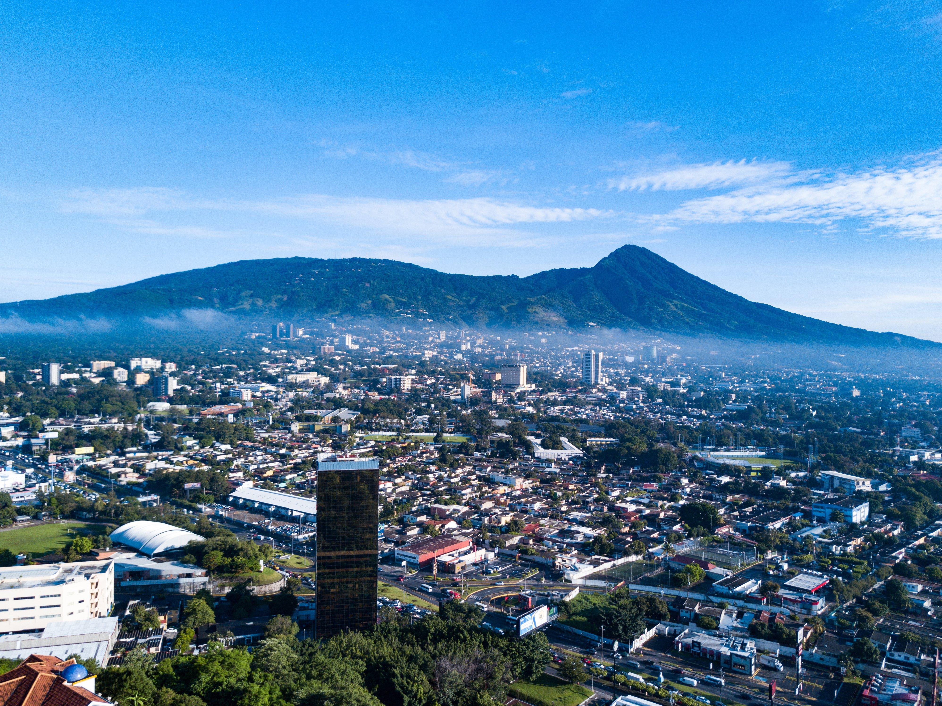Bitcoin's Market Cap Approaching $1 Trillion as El Salvador Buys 400 BTC