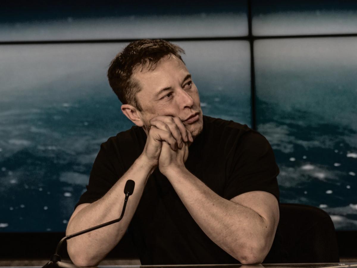 """Elon Musk Ridicules Bitcoin Maxis, Trolls """"Bicurious"""" Jack Dorsey"""