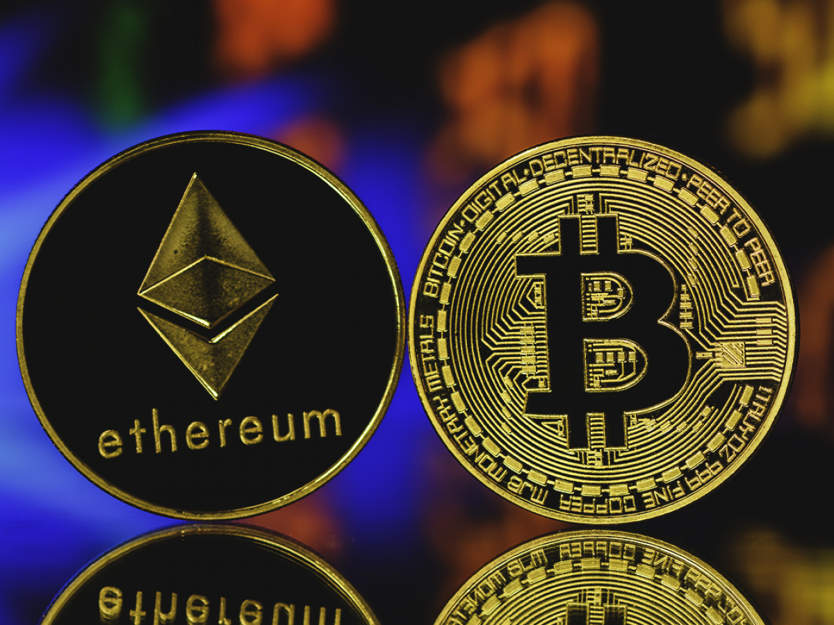 Ethereum Sentiment Drops Against Bitcoin on Twitter as BTC Is Viewed as Safe Haven: Santiment